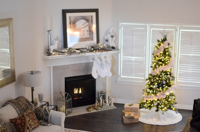 holiday-tree-fireplace